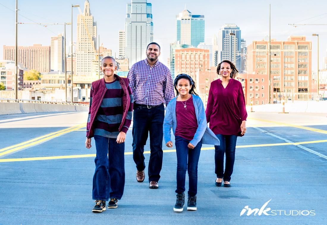 Family photo, Kansas City Photographer, Kansas city family photographer, inkstudios LLC, Kris Hanke Photography, Family Portraits, Family photos, outdoors, family pictures